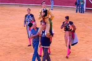 Luque se lleva la tarde en Cuenca con tres orejas y la salida a hombros