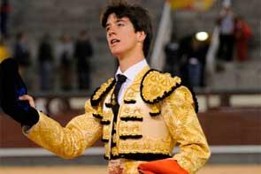 Esaú Fernández da una exagerada vuelta al ruedo en Las Ventas